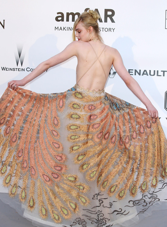 Elle-Fanning-amfAR-2016-Cinema-Against-Aids-Gala-Red-Carpet-Fashion-Valentino-Couture-Tom-Lorenzo-Site (9)