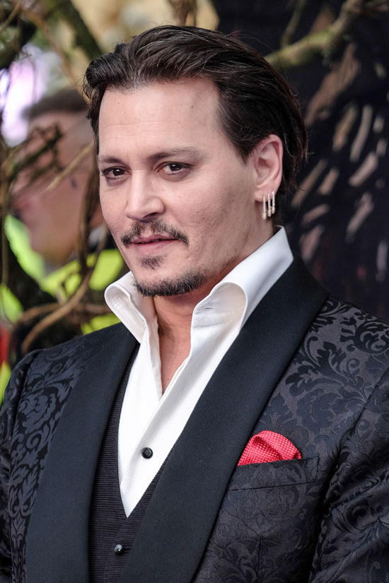 Johnny-Depp-Alice-Through-The-Looking-Glass-London-Premiere-Red-Carpet-Fashion-Tom-Lorenzo-Site (3)