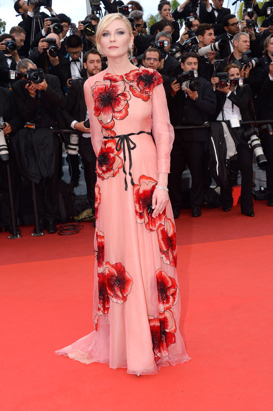 Kirsten-Dunst-2016-Cannes-Film-Festival-Opening-Night-Gala-Cafe-Society-Premiere-Red-Carpet-Fashion-Dior-Couture-Gucci-Tom-Lorenzo-Site (7)