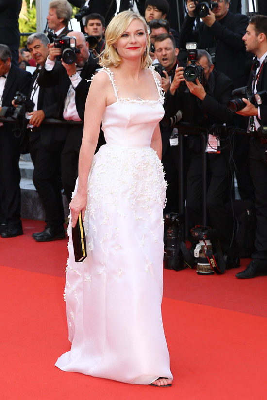 Kirsten-Dunst-Cannes-2016-Red-Carpet-Fashion-Salvatore-Ferragamo-Dior-Couture-Tom-Lorenzo-Site (6)