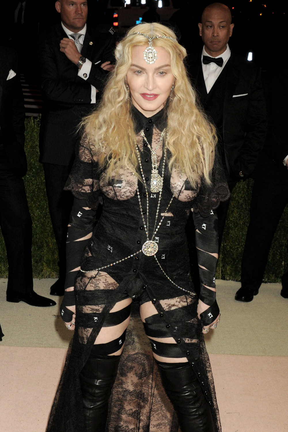 Madonna-Givenchy-Couture-2016-Met-Gala-Red-Carpet-Fashion-Givenchy-Couture-Tom-Lorenzo-Site (1)