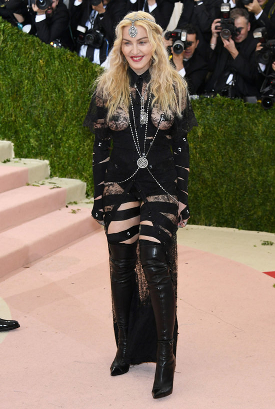 Madonna-Givenchy-Couture-2016-Met-Gala-Red-Carpet-Fashion-Givenchy-Couture-Tom-Lorenzo-Site (2)