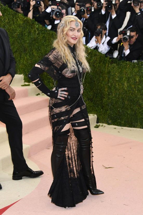 Madonna-Givenchy-Couture-2016-Met-Gala-Red-Carpet-Fashion-Givenchy-Couture-Tom-Lorenzo-Site (4)