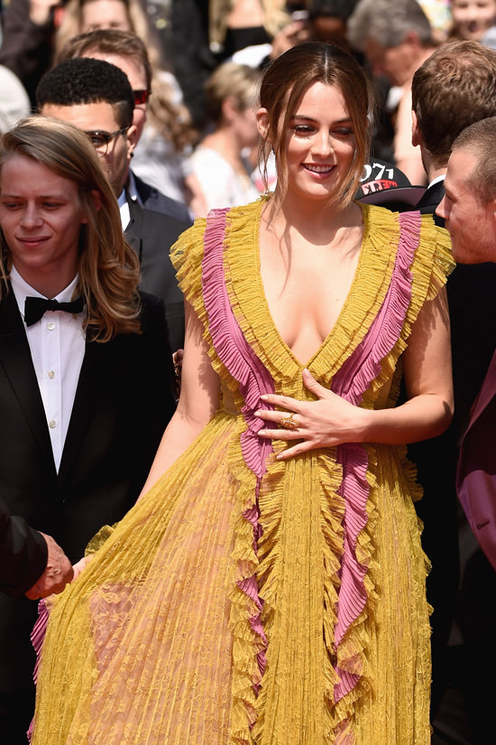 Riley-Keough-Cannes-Film-Festival-2016-Red-Carpet-Fashion-Gucci-Tom-Lorenzo-Site (5)