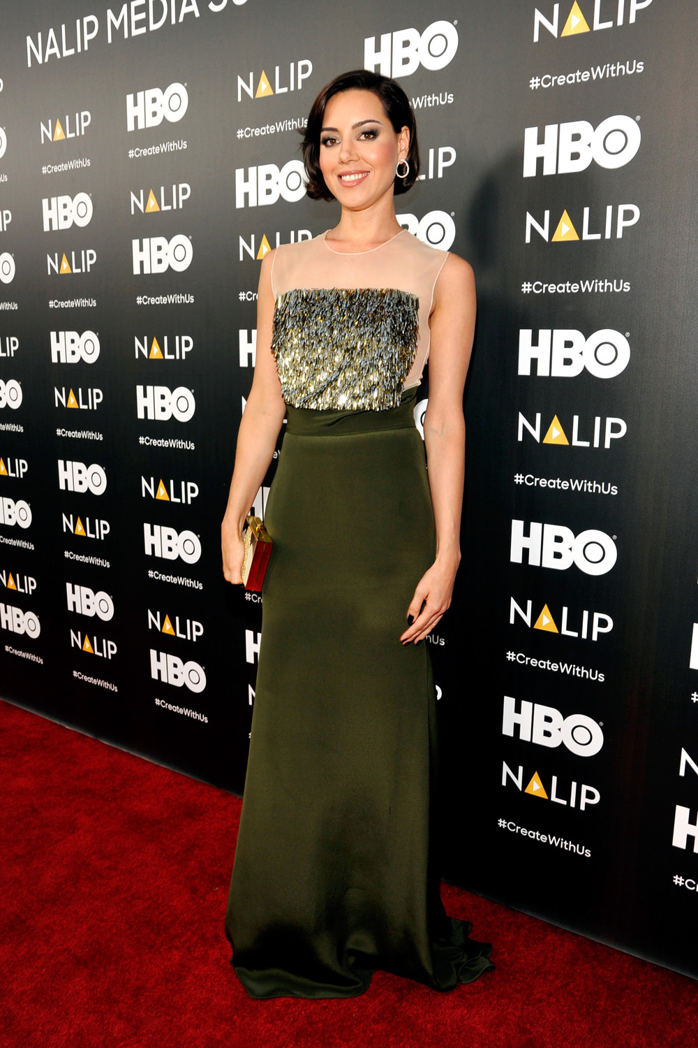 Aubrey-Plaza-NALIP-Latino-Media-Awards-2016-Red-Carpet-Fashion-Lela-Rose-Tom-Lorenzo-Site (1)