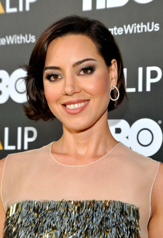 Aubrey-Plaza-NALIP-Latino-Media-Awards-2016-Red-Carpet-Fashion-Lela-Rose-Tom-Lorenzo-Site (2)