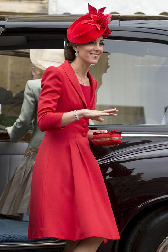 Catherine-Duchess-Cambridge-Order-Garter-Ceremony-Fashion-Catherine-Walker-Tom-Lorenzo-Site (2)