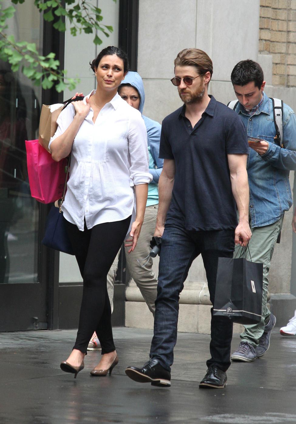 Morena Baccarin And Ben Mckenzie Shopping In Soho Nyc Tom Lorenzo