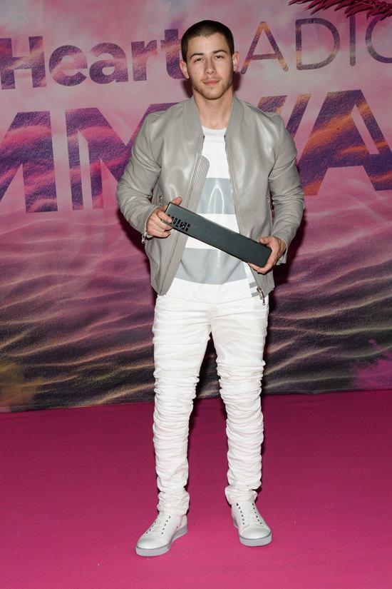Nick-Jonas-Style-Triple-Shot-Fashion-Red-Carpet-MuchMusic-Video-Awards-Street-Style-Tom-Lorenzo-Site (4)