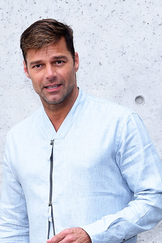 Ricky-Martin-Giorgio-Armani-Spring-2017-Menswear-Fashion-Show-Milan-Fashion-Week-Tom-Lorenzo-Site (3)