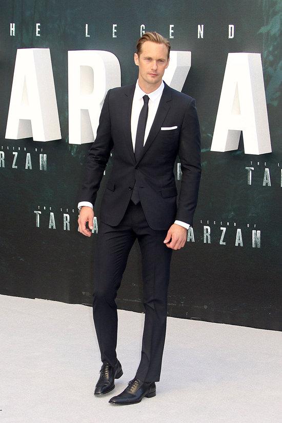 Alexander-Skarsgard-Margot-Robbie-The-Legend-Of-Tarzan-European-Premiere-Red-Carpet-Fashion-Miu-Miu-Tom-Lorenzo-Site (2)