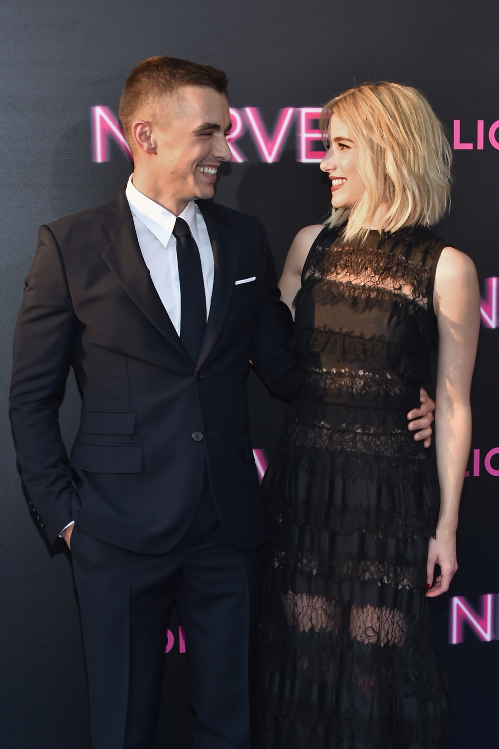 Dave-Franco-Emma-Roberts-Nerve-NY-Movie-Premiere-Red-Carpet-Fashion-Elie-Saab-Tom-Lorenzo-Site (1)