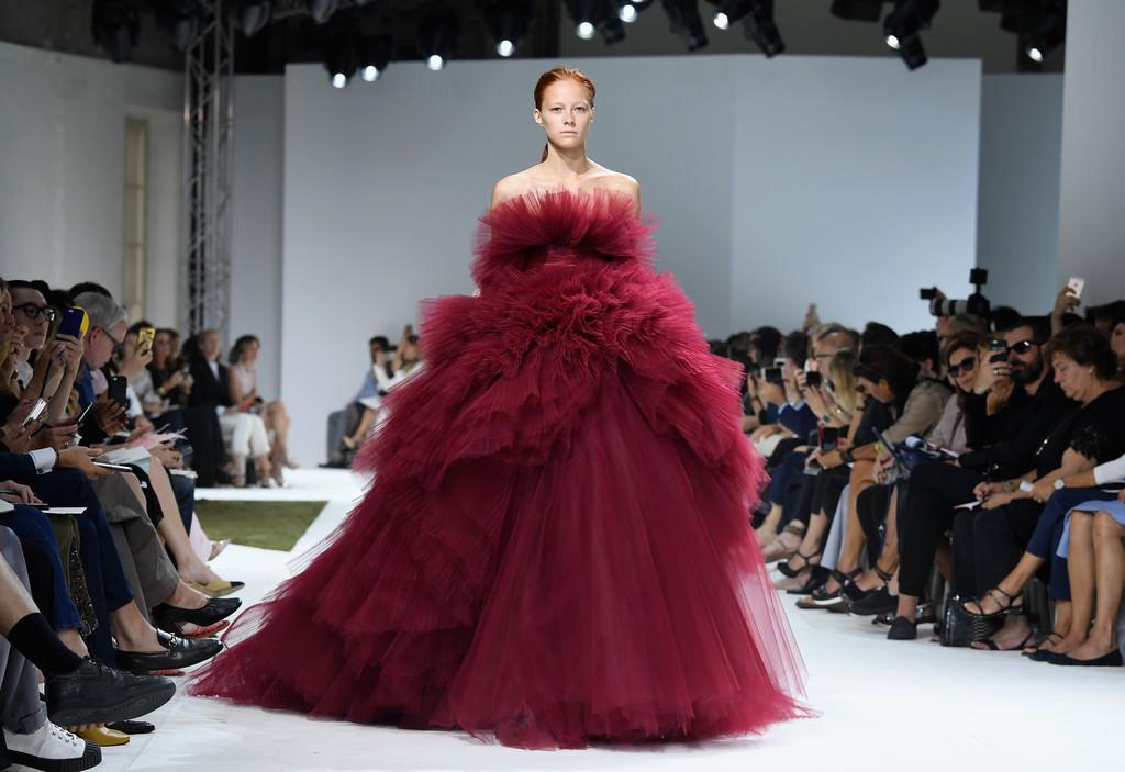 Giambattista Valli Fall 2016 Couture Collection Tom