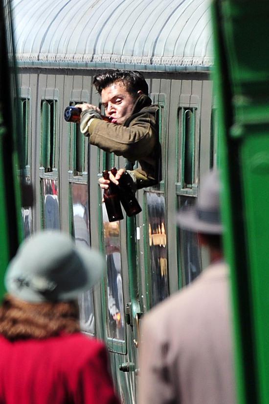 Harry-Styles-Movie-Set-Dunkirk-Tom-Lorenzo-Site (7)