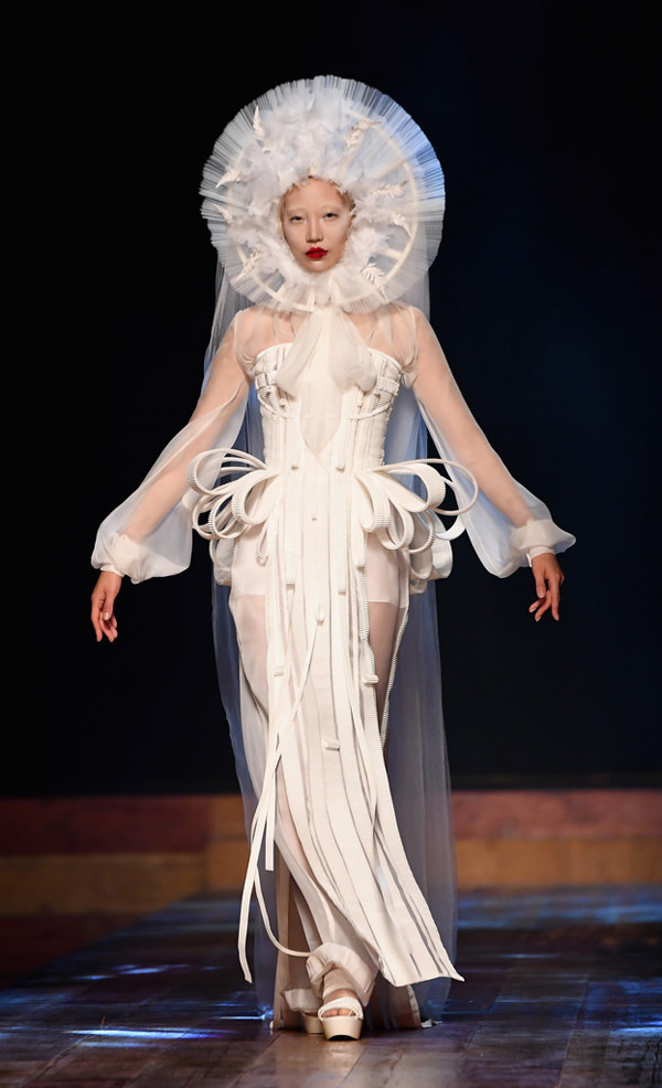 Jean-Paul-Gaultier-Fall-2016-Couture-Collection-Paris-Fashion-Week-Tom-Lorenzo-Site (13)