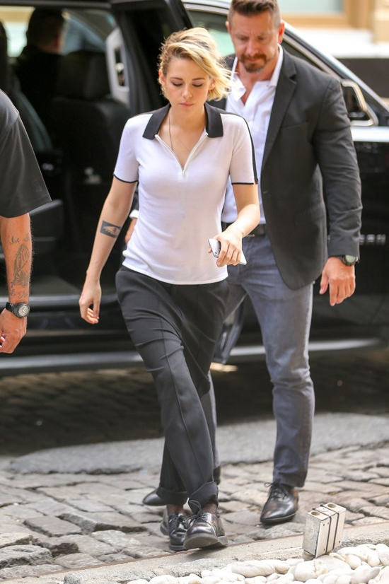 Kristen Stewart Steps Out In Nyc Tom Lorenzo