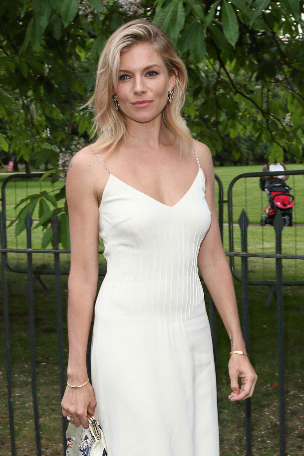 Sienna Miller nudes (15 pictures), cleavage Ass, YouTube, cleavage 2020
