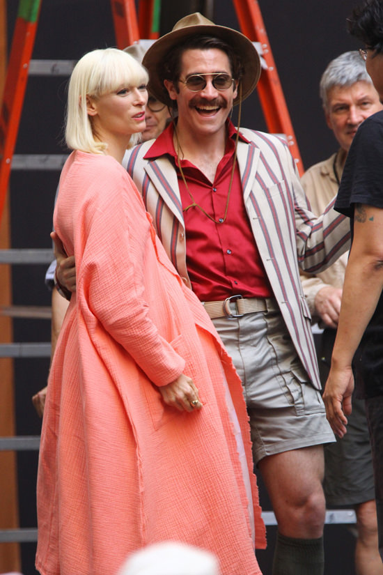 Tilda-Swinton-Jake-Gyllenhaal-Movie-Set-Netflix-Okja-Tom-Lorenzo-Site (5)