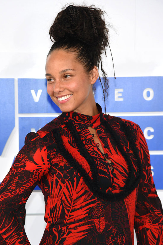 Alicia-Keys-2016-MTV-Video-Music-Awards-Red-Carpet-Fashion-Just-Cavalli-Tom-Lorenzo-Site (3)