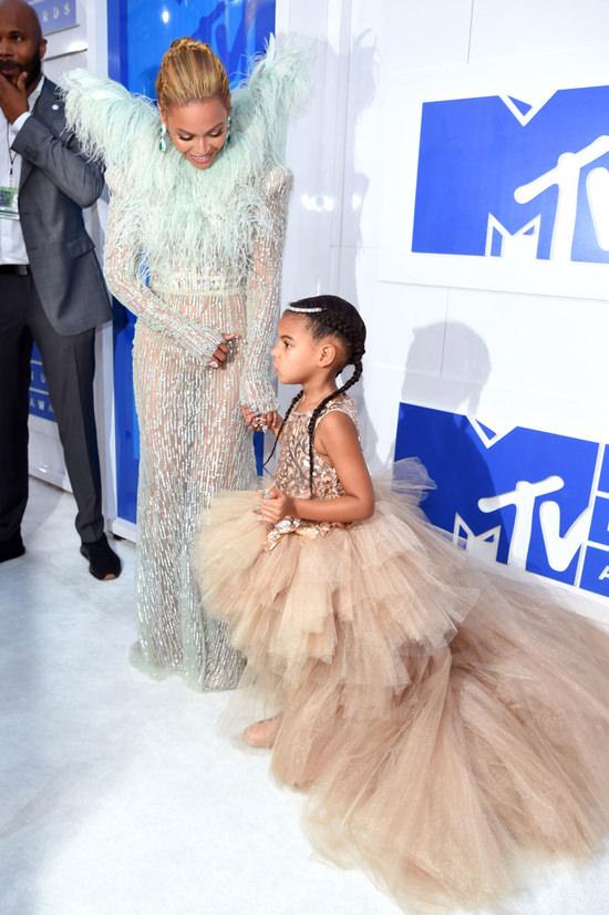 Beyonce-Knowles-2016-MTV-Video-Music-Awards-Red-Carpet-Fashion-Francesco-Scognamiglio-Tom-Lorenzo-Site (11)