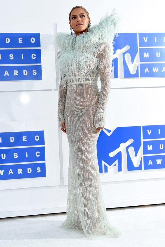 Beyonce-Knowles-2016-MTV-Video-Music-Awards-Red-Carpet-Fashion-Francesco-Scognamiglio-Tom-Lorenzo-Site (6)