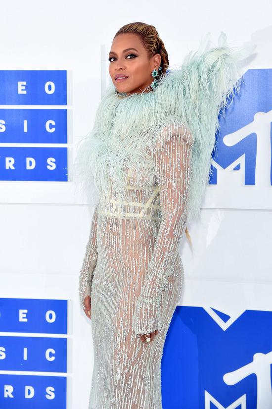 Beyonce-Knowles-2016-MTV-Video-Music-Awards-Red-Carpet-Fashion-Francesco-Scognamiglio-Tom-Lorenzo-Site (7)