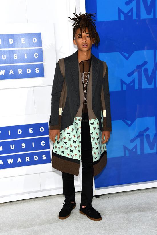 Jaden-Smith-2016-MTV-Video-Music-Awards-Red-Carpet-Fashion-Undercover-Tom-Lorenzo-Site (6)
