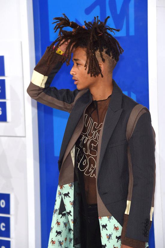 Jaden-Smith-2016-MTV-Video-Music-Awards-Red-Carpet-Fashion-Undercover-Tom-Lorenzo-Site (7)