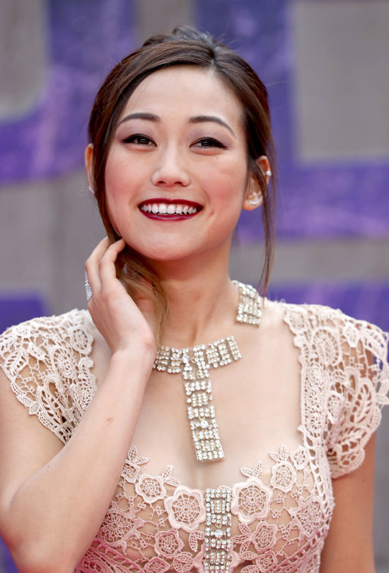 Karen-Fukuhara-Suicide-Squad-European-Movie-Premiere-Red-Carpet-Fashion-Reem-Acra-Tom-Lorenzo-Site (3)