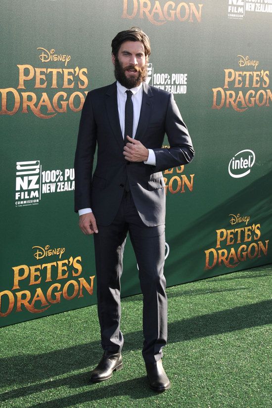 Wes-Bentley-Pete's-Dragon-Movie-Premiere-Red-Carpet-Fashion-Dior-Tom-Lorenzo-Site (4)