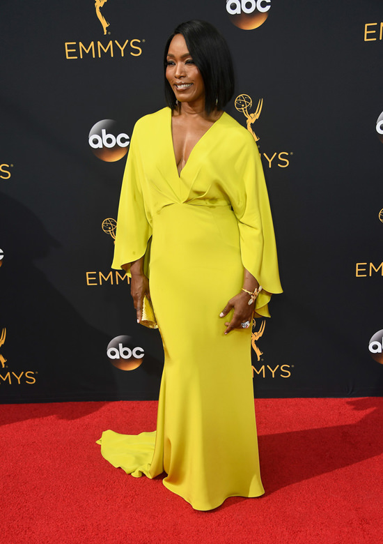 angela-bassett-american-horror-story-2016-emmy-awards-red-carpet-fashion-christian-siriano-tom-lorenzo-site-4