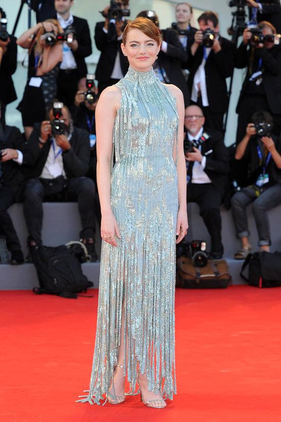 Emma-Stone-La-La-Land-Premiere-Venice-Film-Festival-2016-Red-Carpet-Fashion-Atelier-Versace-Tom-Lorenzo-Site (8)