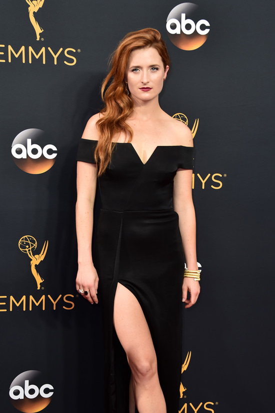 grace-gummer-portia-doubleday-carly-chaikin-mr-robot-2016-emmy-awards-red-carpet-fashion-reem-acra-galvan-armani-prive-tom-lorenzo-site-2