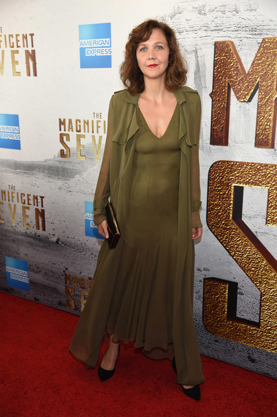 peter-sarsgaard-maggie-gyllenhaal-the-mganificent-seven-premiere-red-carpet-fashion-sally-lapointe-tom-lorenzo-site-6