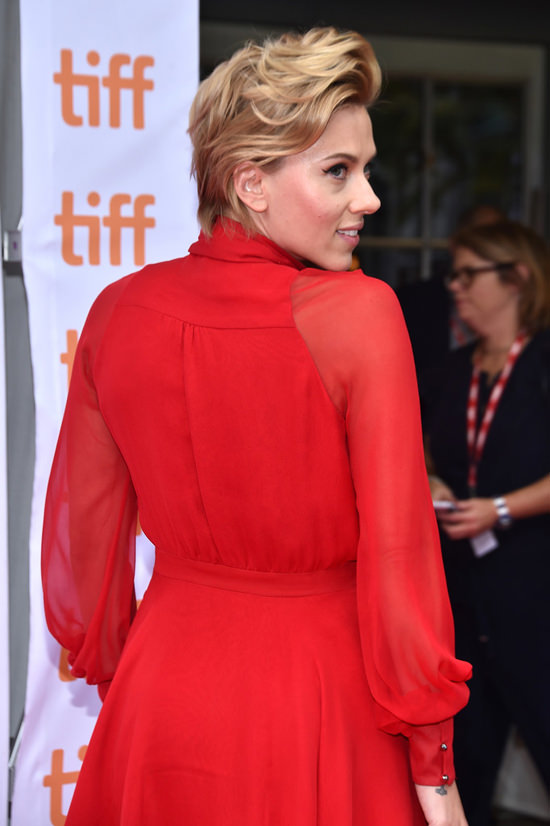 scarlett-johansson-2016-toronto-international-film-festival-red-carpet-fashion-haney-tom-lorenzo-site-5