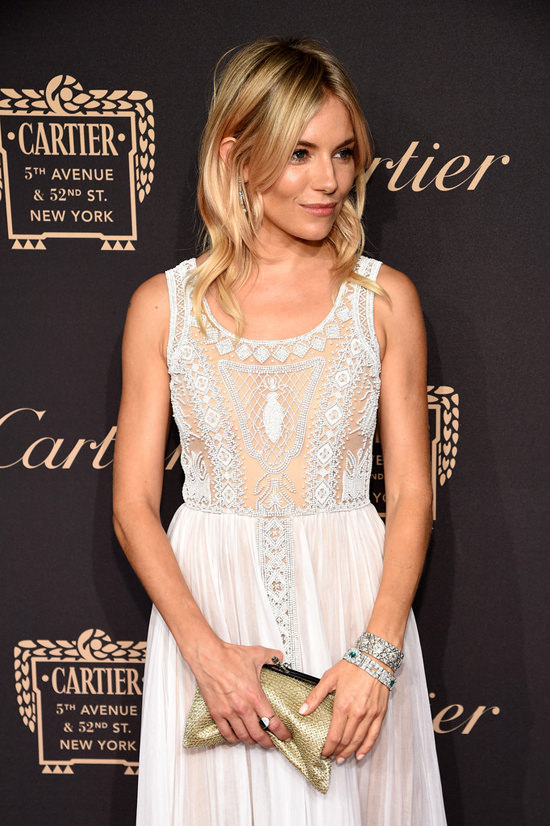 Sienna-Miller-Cartier-Fifth-Avenue-Grand-Reopening-Event-Red-Carpet-Fashion-Valentino-Tom-Lorenzo-Site (5)