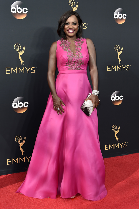 viola-davis-how-to-get-away-with-murder-2016-emmy-awards-red-carpet-fashion-marchesa-tom-lorenzo-site-2