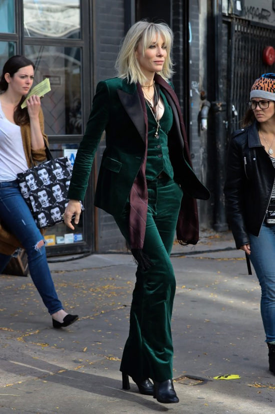 cate-blanchett-sandra-bullock-movie-set-oceans-eight-costumes-tom-lorenzo-site-9