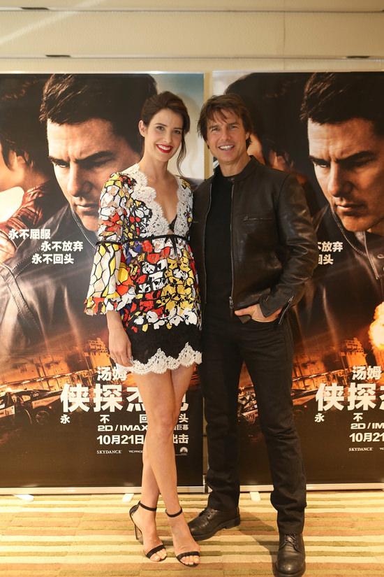cobie-smulders-tom-cruise-jack-reacher-never-go-back-beijing-movie-premiere-red-carpet-fashion-tom-lorenzo-site-6