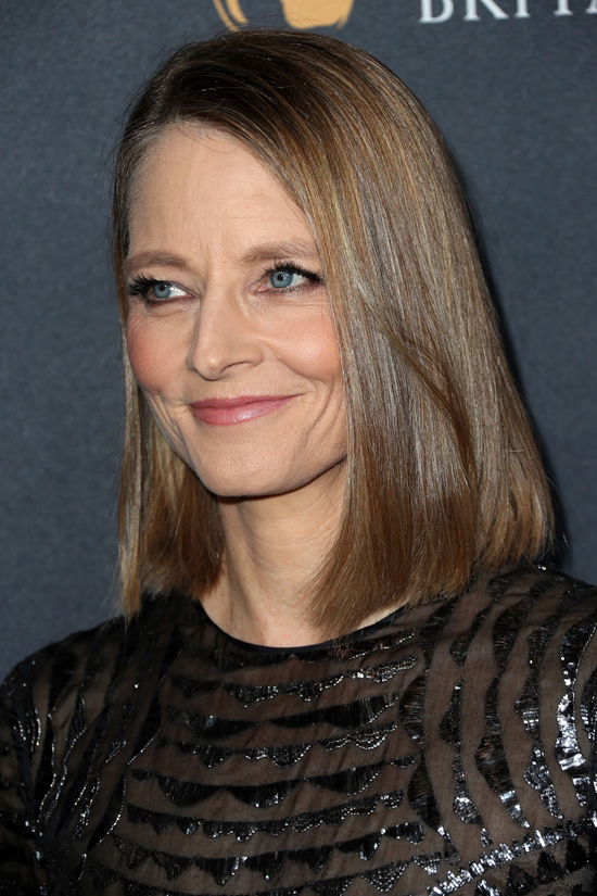 jodie-foster-2016-amd-british-academy-britannia-awards-red-carpet-fashion-burberry-tom-lorenzo-site-5