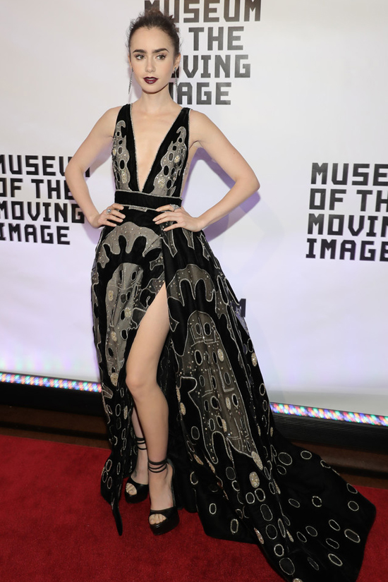 lily-collins-museum-movim-image-2016-salute-gala-red-carpet-fashion-elie-saab-couture-tom-lorenzo-site-1