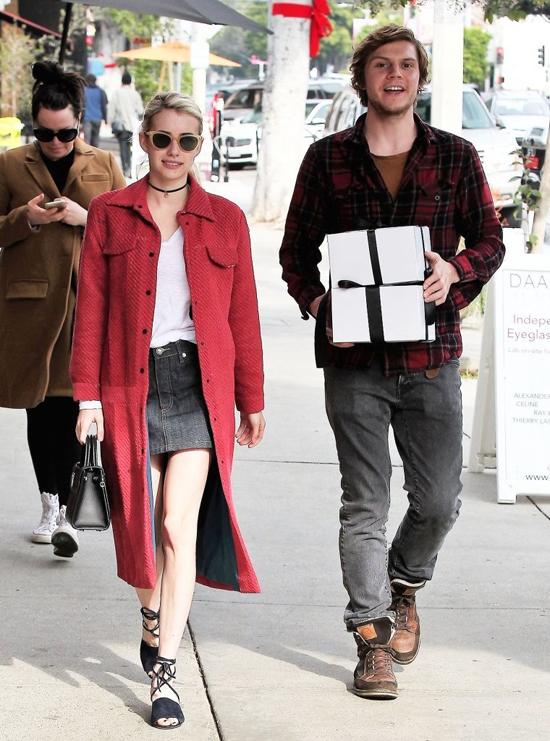 emma-roberts-evan-peters-sbtupss-street-style-fashion-tom-lorenzo-site-3