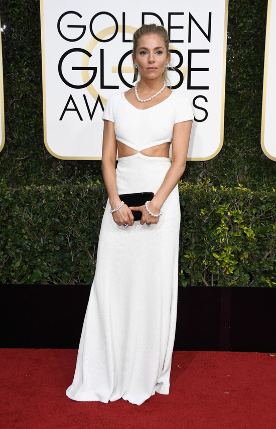 2017-golden-globe-awards-red-carpet-fashion-tom-lorenzo-site-sienna-miller