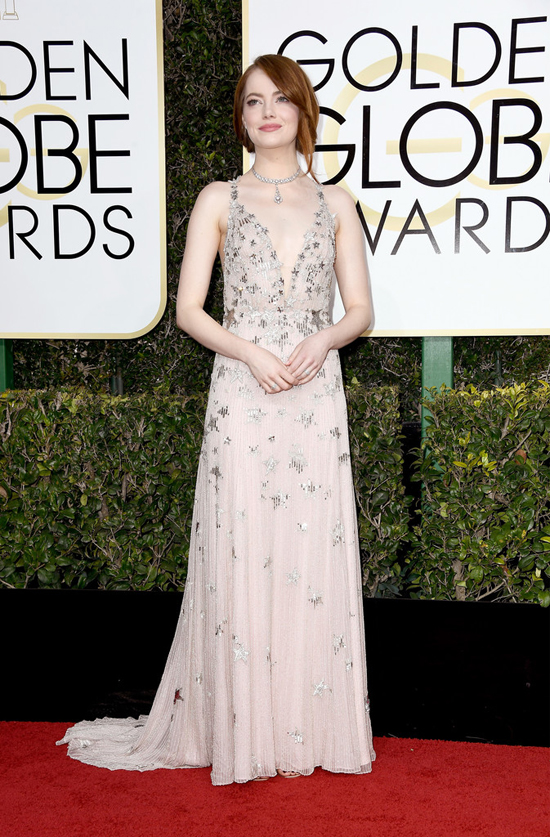 Emma Stone Got Aggressive for the Golden Globes Red Carpet ... Emma Stone Golden Globes