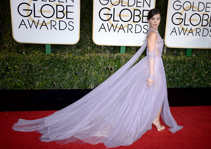 hailee-steinfeld-2017-golden-globe-awards-red-carpet-fashion-vera-wang-tom-lorenzo-site-5