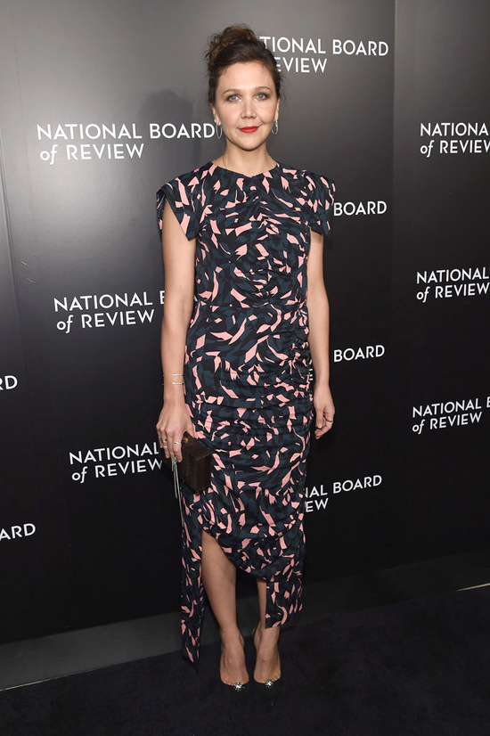 maggie-gyllenhaal-2016-national-board-review-gala-red-carpet-fashion-marni-tom-lorenzo-site-3