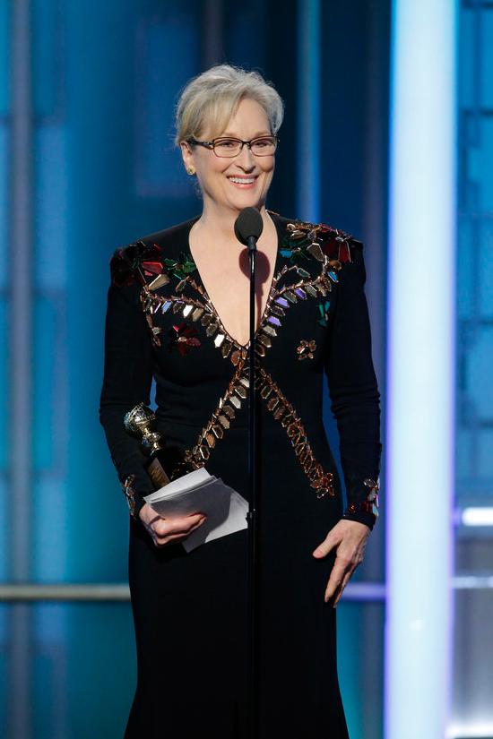 meryl-streep-2017-golden-globe-awards-red-carpet-fashion-givenchy-tom-lorenzo-site-3