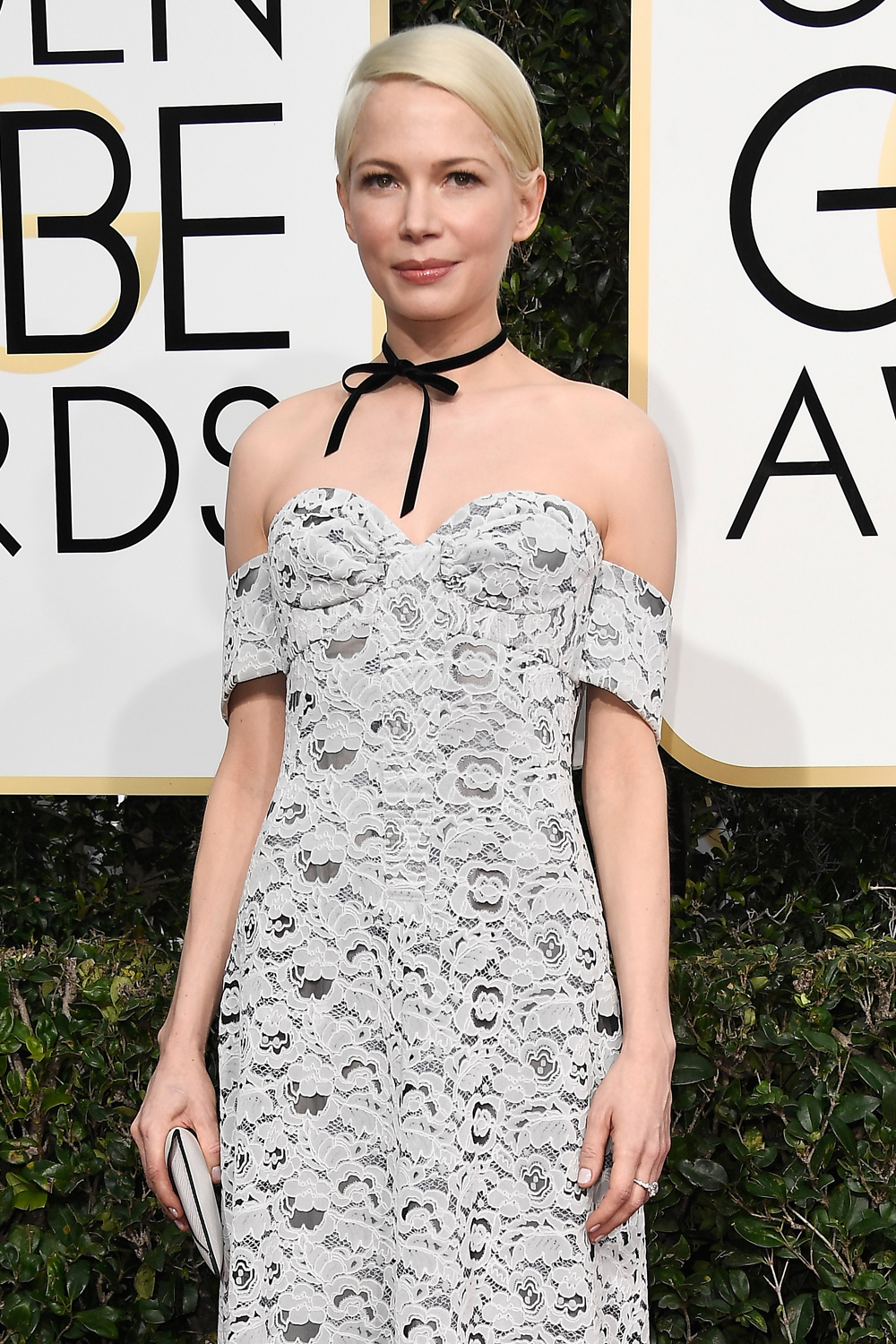 michelle-williams-manchester-by-the-sea-2017-golden-globe-awards-red-carpet-fashion-louis-vuitton-tom-lorenzo-site-1