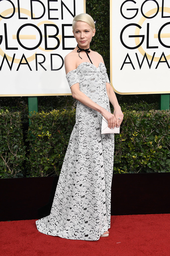 michelle-williams-manchester-by-the-sea-2017-golden-globe-awards-red-carpet-fashion-louis-vuitton-tom-lorenzo-site-7