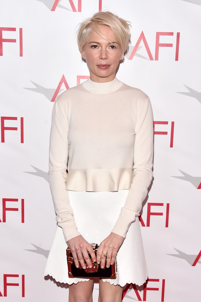 michelle-williams-manchester-by-the-sea-afi-awards-2017-red-carpet-fashion-louis-vuitoon-tom-lorenzo-site-1